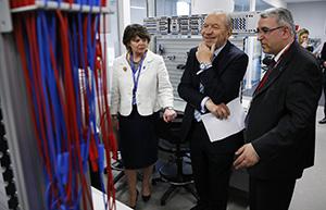 Middlesex University's Prof Mehmet Karamanoglu explains the equipment to Lord Alan Sugar