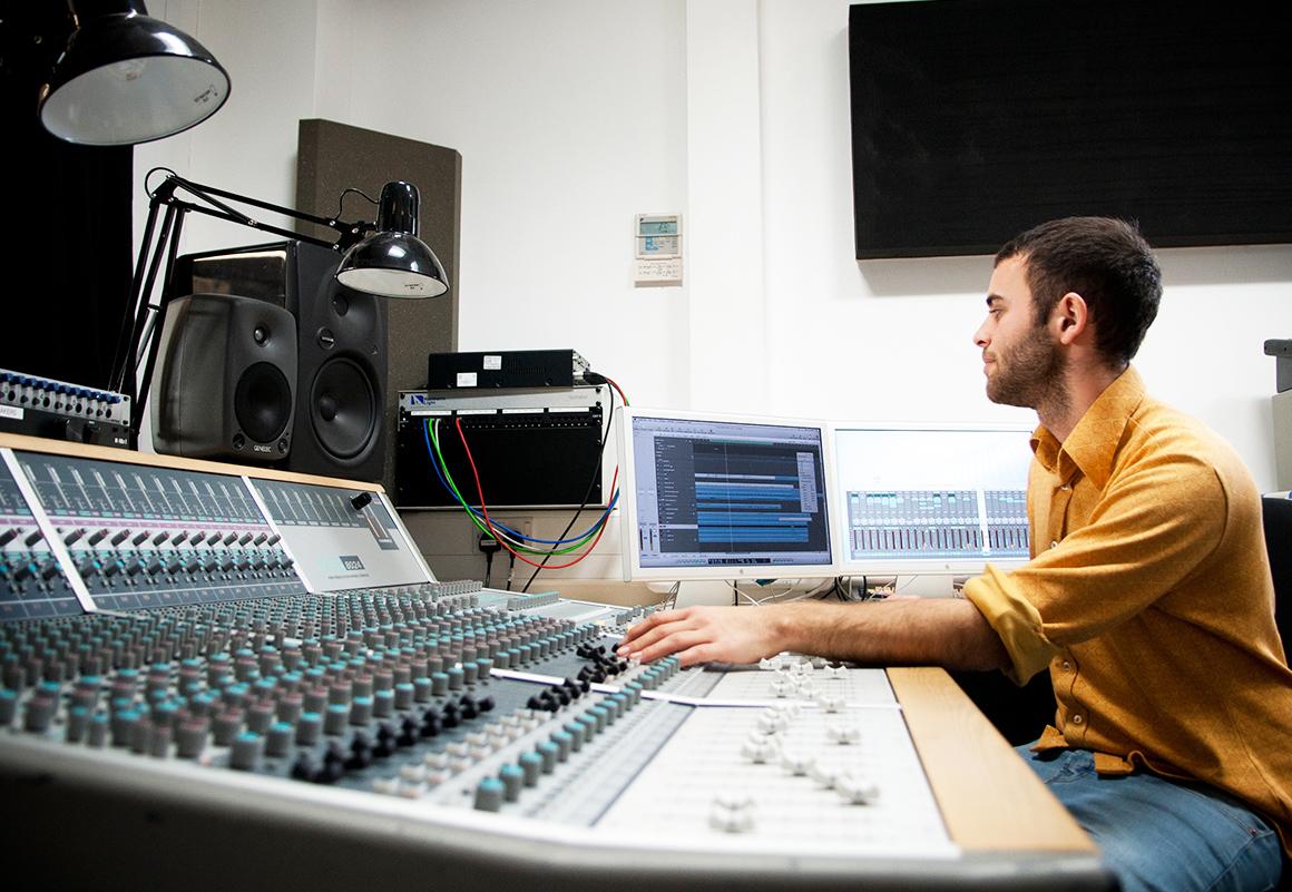 music-studio_body