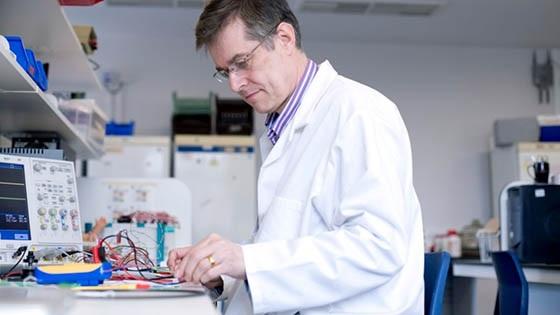Bayford in lab.jpg