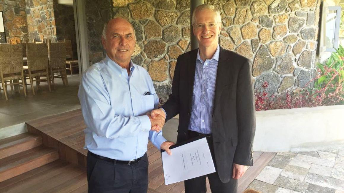 Mauritius resized signing