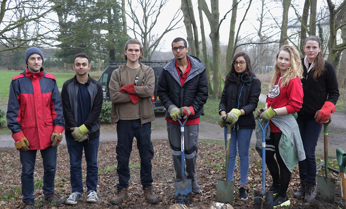 Students and LWT volunteers on campus for Go Green initiative