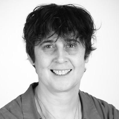 Dr Lesley Main